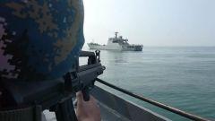 黄海海域  海军某登陆舰大队综合演练