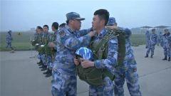 【聚焦實戰化演兵場】海軍:航空救生專業學兵跳傘考核