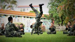 """""""快乐练兵"""" 寓教于乐:武警官兵的体能训练还可以这样!"""