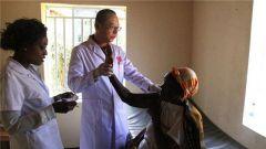 中国医疗队向卢旺达医院移交捐赠药械