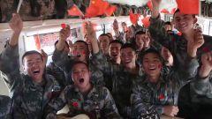 军列上,战士们唱响《我和我的祖国》