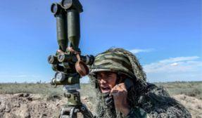 热浪来袭 迎难而上:新疆军区某炮兵团沙场练兵够劲儿