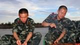 列兵楊宇和列兵吳星都是第一次自己烤。