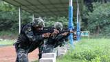 特戰隊員正在進行步槍快速精度射擊