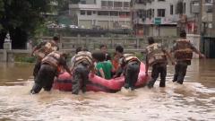 廣東五華:山體滑坡  武警官兵雨夜救援