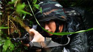 武警福建总队:水上射击碰上恶劣天候 从难从严磨砺特战尖兵
