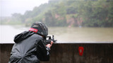 特戰隊員對水上漂浮目標射擊。