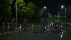 重慶黔江:暴雨來襲 民兵徹夜巡查