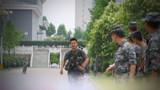 武装三公里比武中,参赛官兵正在冲刺。