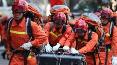 武警部队紧急投入四川长宁地震抢险救援