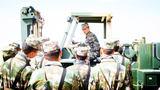 倉庫兵開展叉車野外作業現地教學。
