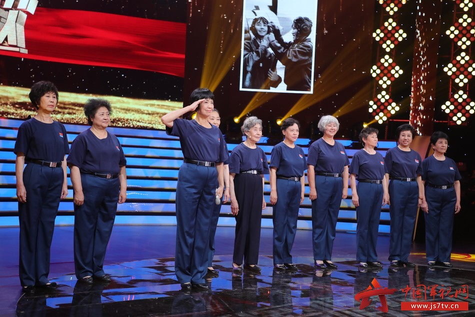 36 圖為軍歌傳唱者,新中國第2第3 第4批的空軍女飛行員代表