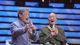 圖為軍歌傳唱者,新四軍老戰士94歲的焦潤坤和97歲的周東葵,在節目現場重溫戰斗歲月青春記憶中的軍歌旋律。