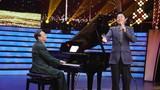 圖為軍歌傳唱者,著名作曲家臧云飛在現場和軍歌推廣大使蔡國慶即興合作。