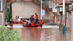 湖南郴州連降暴雨 民兵分隊緊急轉移群眾