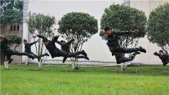 武警来宾支队:雨中练摔打 强军梦必达