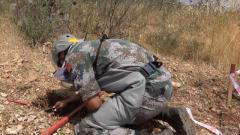 """中国第18批赴黎巴嫩维和工兵分队赴""""蓝线""""清排新雷场"""
