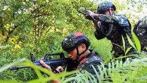 高温淬火锻铸反恐利刃——武警特战队员突击强化训练掠影