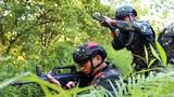 6月10日以来,武警广西总队河池支队反恐特战队员组织突击强化训练,在高温炎热条件下,开展射击技能、攀登索降、四百米障碍、基础体能等强化训练,锤炼特战队员反恐技能,提高特战队员在极端环境下的作战水平和意志力。