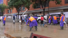 贵州多地遭受暴雨袭击 部队官兵紧急驰援