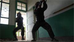 云南武警:反劫持演練提升實戰能力