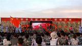 """戈壁滩军歌嘹亮,天山下红旗飘扬。近日,为庆祝中国共产党成立98周年,新疆军区某步兵团在天山南麓的戈壁滩上组织开展了一场以""""军歌嘹亮献给党""""为主题的歌咏比赛。"""