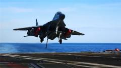 """艦載機起飛降落有風險 """"維克拉瑪蒂亞""""號甲板設計存在缺陷"""