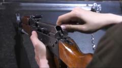 军迷福利:记者现场体验分解结合56式冲锋枪 真过瘾