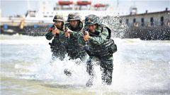 浅滩追击  水中围捕——实拍武警特战队员实战化反恐演练