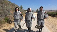 【第一军视】我军女排雷手首次走进维和雷场 独立完成排雷作业