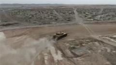"""超车 逆袭 这位坦克驾驶员有着别样的""""速度与激情"""""""