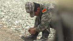 脚踩橡皮筋是什么训练?来看坦克兵哥掌控油门的妙招