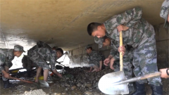 西藏:降雨引发洪涝灾害 军地携手抗洪抢险