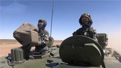 【新闻特写】朱日和某训练场上坦克女兵的驻训时光