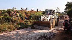 刚果(金):我维和工兵分队抢通道路