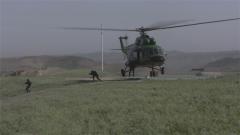 """从离地3米的直升机飞身跃下 """"猎鹰""""队长:最危险的一跳让我来"""
