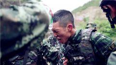 """【第一军视】第一视角带你感受武警特战队员""""巅峰""""比武有多燃"""
