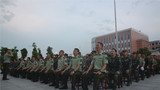 活动开始前,全体官兵齐唱《团结就是力量》