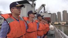 海军组织高校师生进行航海实习