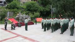 武警阿坝支队党员代表追寻红军前辈足迹