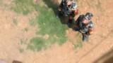 特战队员进行全副武装攀登。许东 摄