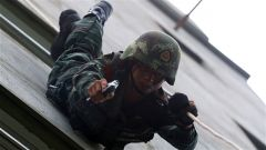 广西贵港:武警城市反恐演练 提升实战能力