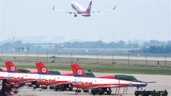 空军积极支持民航事业发展和地方经济建设 近60个机场实行军民合用