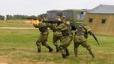 俄罗斯海军陆战队进行军事科目演示