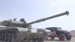 復雜環境 限制路面 性能測試越野車一騎絕塵甩開坦克車百米
