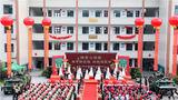 """共筑家国梦,同赴白首约。8月7日,在中国传统情人节""""七夕""""佳节之际,火箭军某部为14对新人举行了首届""""情系火箭军、携手新征程、共筑强军梦""""集体婚礼。"""