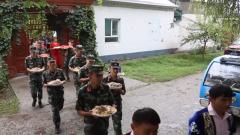 新疆伊犁:军民联欢共度古尔邦节