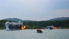海军陆战队某旅开展海上开辟通路实弹爆破演练