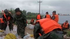 """台风""""利奇马""""致山东多地受灾 官兵全力抢险救援"""