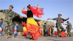 新疆军区某步兵团:驻训地开展丰富多彩文化活动励斗志